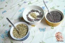 Hennep (l) met yoghurt en chia (r)